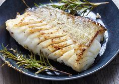 Fried fish fillet, Atlantic cod with rosemary in pan Pan Fried Fish, Baked Fish, Baked Salmon, Seafood Recipes, Cooking Recipes, Healthy Recipes, Diabetic Recipes, Grouper Recipes, Cooking Fish