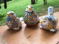 Pássaros pintados em cerâmica, estilo Talavera e Italiano. Karin Rauffus