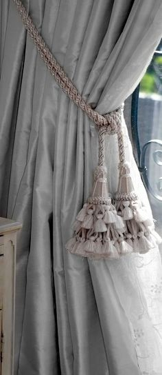 Silk window coverings with passementerie embraces des rideaux Curtains With Blinds, Window Curtains, Silk Curtains, Luxury Curtains, Cottage Curtains, Valances, Window Coverings, Window Treatments, Window Cornices