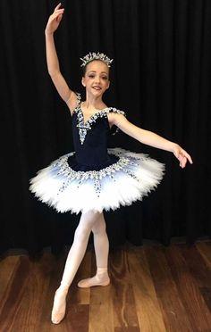 Tutu Ballet, Ballerina Costume, Ballet Poses, Ballet Girls, Ballet Skirt, Tutu Costumes, Ballet Costumes, Costume Dress, Little Girl Dresses