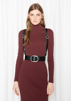 Love this cool girl leather harness + belt collection, perfect for accessorizing fall dresses. Fashion Story, Fashion Outfits, We Wear, How To Wear, Leather Fashion, Fashion Black, Leather Harness, Fall Wardrobe, Cool Girl