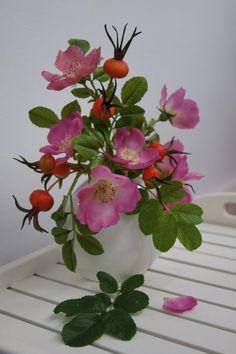 Bella Rosa Цветы из мастики и полимерной глины.
