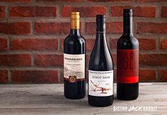 Vin Rouge en bouteille disponible au Bistro Jack Rabbit du Centre de ski Le Relais. Bistro, Jack Rabbit, Wood Bridge, Pinot Noir, Red Wine, Centre, Alcoholic Drinks, Bottle, Glass