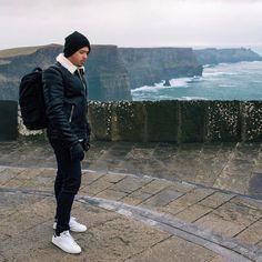 Hey guys you should check my new travel post on royalfashionist.com about my trip to #Ireland  in this photo i was at the #cliffsofmoher . It was pretty but the high winds werent helping lol | have you been to ireland? @merrionhotel @ashfordcastle ------------------------------ Oi pessoal vocês precisam passar la no blog pra ver o meu post de viagem sobre a Irlanda.  nessa foto eu estou no cliff of moher. Estava tudo lindo mais o vento não ajudou muito haha você ja foi para a irlanda?…