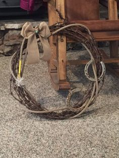 Items similar to Rustic barbed wire wreath on Etsy - Kinderspiele Horseshoe Projects, Horseshoe Crafts, Horseshoe Art, Horseshoe Decorations, Horseshoe Wreath, Barbed Wire Wreath, Barbed Wire Art, Western Crafts, Country Crafts