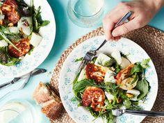 Tarjoa salaatti kesäpäivän kasvislounaana. Halloumin voi paistaa pannulla tai grillissä. Halloumi, Appetizers, Meat, Chicken, Ethnic Recipes, Kitchen, Food Food, Inspired, Beef