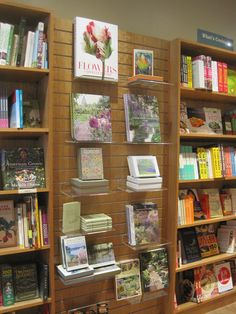 Slawall allows us to mix coffee table books and beautiful boxed notecards in the Gardening section at The Well~Read Moose Bookstore Cafe. Gift Shop Displays, Store Window Displays, Book Displays, Bookstore Design, Book Cafe, Book Stands, Slat Wall, Retail Design, Planting Flowers