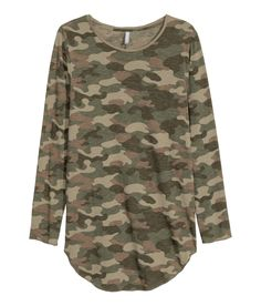Long T-shirt in jersey with long sleeves, raw edges, and a rounded hem.  | H&M Divided Guys
