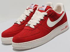 These are from Nike Sportswear's Blazer Pack that features suede built Air Force Here, the Uptowns are decked out in university red with a white leathe Nike Heels, Nike Wedges, Sneakers Nike, Nike Free Shoes, Nike Shoes Outlet, Nike Joggers, Jogger Pants, Baskets, Sneaker Magazine