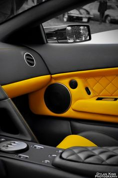 Lamborghini LP640 Interior yellow and black interior