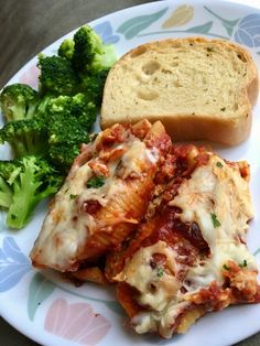 Macro-Friendly Slow Cooker Stuffed Shells  249 calories, 9g fat, 24g carbs, 19g protein for 2 jumbo shells