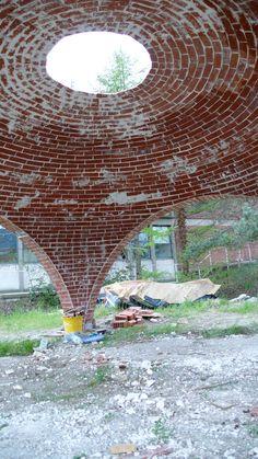 Cohesive Construction Brick Architecture, Historical Architecture, Amazing Architecture, Dome Structure, Bamboo Structure, Brick Archway, Earth Bag Homes, Brick Art, Brick Construction