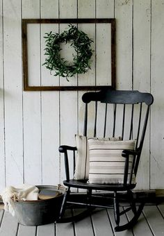 Stunning farmhouse front porch decorating ideas (12)