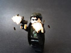 The Neo custom minifigure by Logan Fulford takes inspiration from The Matrix. Anderson (alias Neo) is a fictional character and the main protagonist Lego Pictures, Lego Pics, Cool Lego, Cool Toys, Lego Tv, Lego Minifigs, Custom Lego, Lego Creations, Pretty Cool