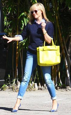Drop of Sunshine from Reese Witherspoon's Street Style Stop right there, and admire the beauty that is Reese's lemony Reed Krakoff tote. Bad Fashion, Skirt Fashion, Fashion Dresses, Womens Fashion, Fashion Bags, Preppy Mode, Preppy Style, My Style, Reese Witherspoon Style