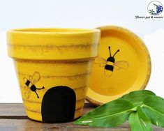 Painted Bee Hive Flower Pot - Yellow Terracotta Planter, Potter Etc Painted Clay Pots, Painted Flower Pots, Painted Pebbles, Hand Painted, Clay Pot Crafts, Bee Crafts, Garden Crafts, Long Flower Pots, Terracotta Flower Pots
