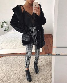 Weekend vibes on a ?Tap photo and steal her style ✨ Weekend vibes on a ?Tap photo and steal her style ✨ Mode Outfits, Trendy Outfits, Fashion Outfits, Womens Fashion, Travel Outfits, Fashion Fashion, High Fashion, Fall Winter Outfits, Autumn Winter Fashion
