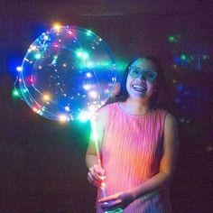 Luces que parecen del espacio  . . Me divertí grabando este video! Y aunque casi aviento mi computadora por la ventana por lo lenta que estaba creo que valió la pena todo. Les dejo el enlace en mi bio. #TutoCrafty #DIY . . Cosmic light balloons  Lately this balloons are so popular here in Mexico that i needed to try and do them. Find the DIY on my bio. . . #balloon #galaxy #lights #newyear #happy #instamood
