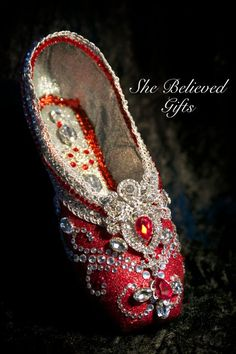 Spectacular Stunning Ruby Red Pointe Shoe Get by SheBelievedGifts Ballet Crafts, Dance Crafts, Shoe Crafts, Pointe Shoes, Toe Shoes, Ballet Shoes, Dance Shoes, Nutcracker Costumes, Ballet Costumes