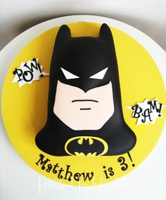 Awesome #Batman #Cake - Any fan would totally love! We love and had to share! Great #CakeDecorating!