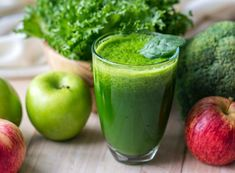 Why You DON'T Need a Detox Cleanse. Your body is pretty amazing, and it can do its own detox. Find out the reasons why you don't need to do a green juice detox and what to do instead. Best Smoothie, Smoothie Vert, Smoothie Detox, Juice Smoothie, Workout Smoothie, Power Smoothie, Ginger Smoothie, Healthy Foods To Eat, Healthy Smoothies