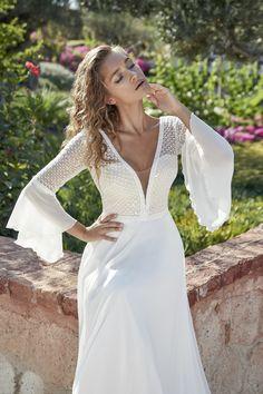Herve Paris - Tillac 4563 CU MG disponible dans notre boutique A l'infini mariage Herve, Costume, Formal Dresses, Wedding Dresses, Bohemian, Paris, Chic, Chiffon Rok, Fashion