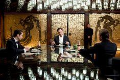 Aan het eten in één van de mooiste films die ik ken. Wat er precies op de borden ligt weet ik nog steeds niet.