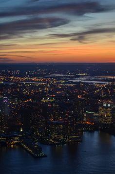 Vista do observatório One World Trade Center, em Nova York. Pôr so sol com vista para New Jersey. Foto: Laura Peruchi Mezari