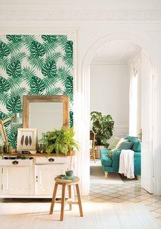 00458323b. Salón en finca regia con pared con papel pintado con motivos vegetales_00458323b