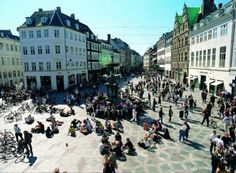 Jan Gehl talks about Distortion, a music festival which occupies the streets of Copenhagen for one week of the year.
