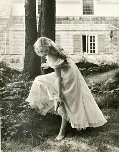 It's as if she is running off into her secret garden.  Kitty en classe • Nina Leen for Life magazine,1949