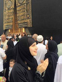 Cute Muslim Couples, Muslim Girls, Pakistani Girl, Pakistani Actress, Boy Photography Poses, Girl Photo Poses, Beautiful Hijab, Beautiful Girl Image, Photo Profil Facebook