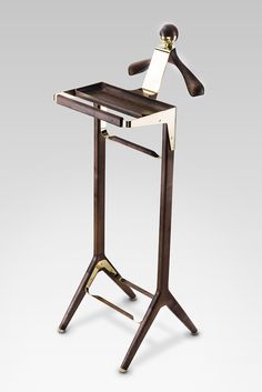 The London based company Honorific, with its original new designs and an astonishing level of craftsmanship, brings new levels of luxury in furniture design from Britain to honour a gentleman in his everyday rituals. Honorific London luxury valet stand