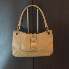 Gucci Handbag Gently used beige Gucci purse. 11in W, 7in H, 1.5in D. Bag drop is 8in. Comes with dust bag. Gucci Bags Shoulder Bags