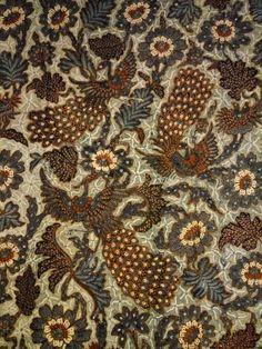 Antique batik Wonogiri South of Solo type kain panjang morning noon type,some called this type tribusono some says Ngillingan, year 1940-1950, i said just simply fascinating batik. Quite rare and meticulous hand work.