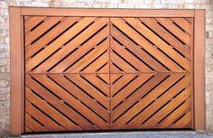 Portão de Madeira EP-315 pode ser revistido com madeira ipê ou jatoba no desenho vertical, diagonal, espinha de peixe ou losango (assoalho, deck ou lambril).
