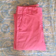 "{ Jcrew } favorite fit chino capris Favorite fit chino capris by Jcrew in a salmon color. Length is 26"", inseam is 17.5"". I'm 5'8"" and they hit me at upper calf. J. Crew Pants Capris"
