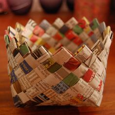 Little basket from newspaper DIY: http://niftythriftythings.blogspot.com/2011/02/its-in-news.html