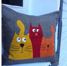 Jastuci I Jastuci Fabric Crafts, Sewing Crafts, Quilt Patterns, Sewing Patterns, Cat Cushion, Cat Quilt, Cat Pillow, Sewing Pillows, Sewing Projects For Kids