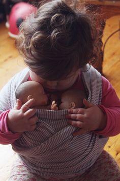 Süß! Babies im Tragetuch -  babywearing #die-besten-stoffwindeln.de