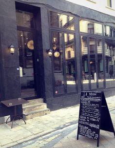 Walking around Brussels, restaurant.
