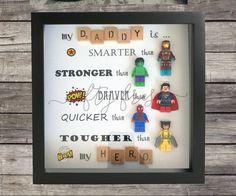 Umrahmt von Superhelden-Lego-Wand-Display für von NiftyFresh