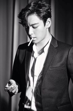 TOP (Choi Seung Hyun) ♕ // Max Movie Magazine September Issue I personally don't go for guys who smoke but for TOP I would make an exception. Daesung, T.o.p Bigbang, Bigbang Members, Korean Men, Korean Actors, Kpop, Fanfiction, Daddy King, Ringa Linga