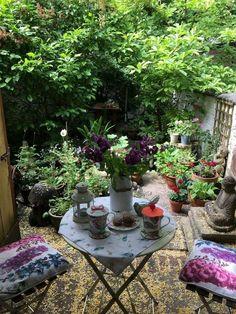 Small Courtyard Gardens, Small Courtyards, Small Gardens, Outdoor Gardens, Courtyard Ideas, Patio Ideas, Pathway Ideas, Small Balconies, Courtyard Design