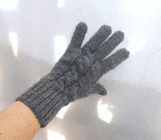 Rukavice+dámské+tmavě+šedé+ručně+pletené+rukavice+z+teplé+a+zaručeně+nekousavé+příze,+pružné,+příjemný+materiál+tmavě+šedá