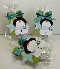 I love these little snowmen! I made a bunch last year and decided to make more for some little gifty things I needed this week. ...
