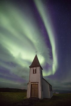 Lisa Bettany- church aurora.jpg (012)