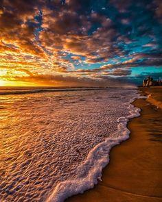 How to Take Good Beach Photos Sunset Photography, Canon Photography, Landscape Photography, Travel Photography, Photography Poses Women, Photography Photos, Lifestyle Photography, Sunset Wallpaper, Gold Coast