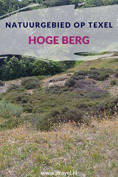 Op de Hoge Berg bevindt zich het insectenreservaat De Zandkuil. Ook op de Hoge Berg ligt de Erebegraafplaats Hoge Berg Texel waar sinds 1945 militairen begraven liggen. Wil je meer weten over de Hoge Berg, lees dan mijn website. Lees je mee? #hogeberg #texel #wandelen #waddeneiland #nederland #natuurgebied #jtravel #jtravelblog