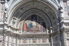 O Duomo de Santa Maria Del Fiore, é a 4ª maior igreja da europa, localiza-se no centro de Florença na Itália.  Ele impressiona não só pelo tamanho e beleza, mas pelas suas cores, o mármore que recobre o Duomo é verde e rosa e a cor da cúpula é alaranjada.